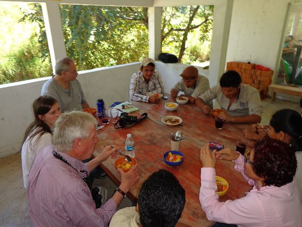 Program participants have lunch with students from the state university of Chiapas (UNACH), who are studying different aspects of agriculture.