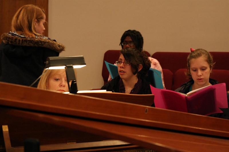 PUMC Youth Choir Rehearsal 2009-03-15 (19)