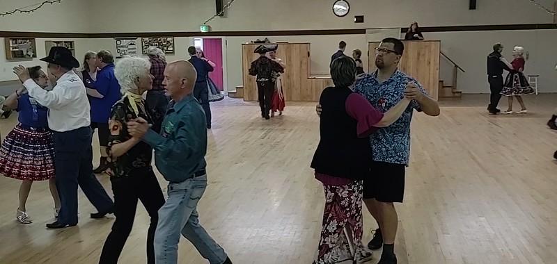 Round dance clip.