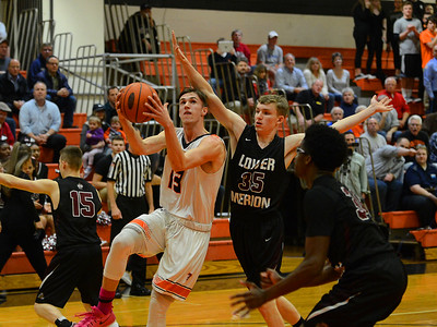 Billy Warren drives to the hoop.