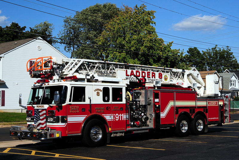 Penndel Fire Co  Ladder 8 1998 Pierce Lance 2000/ 500 / 105ft