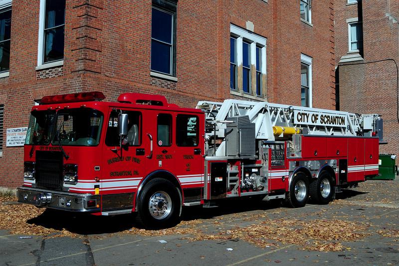 City of Scranton, Pa  Tower Ladder 2  2002 Ferrera  1500 / 250  87ft