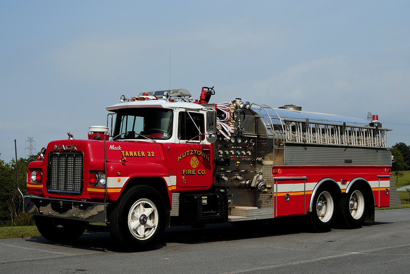 Kutztown Fire Co  Tanker  32  1985 Mack  R600 / 4 Guys  750/ 2000 Ex-Carlisle, Pa   Lebanon County