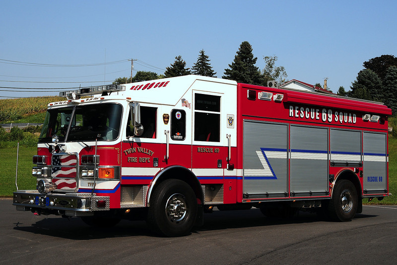 Twin Valley Fire Dept   rescue  69  2006  Pierce  Enforcer