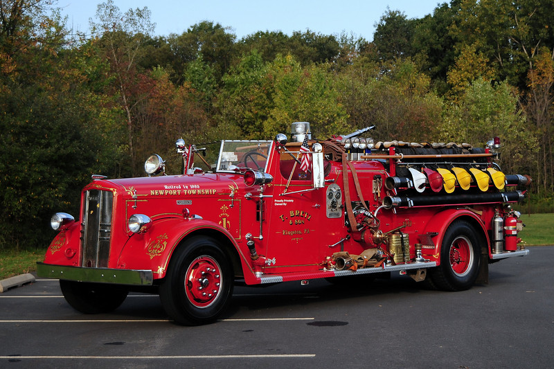 1949 WARD LAFRANCE  500/ 500 OWNED BY T. BRETZ OF KINGSTON, PA. FORMERLY SERVED NEWPORT TWP, PA
