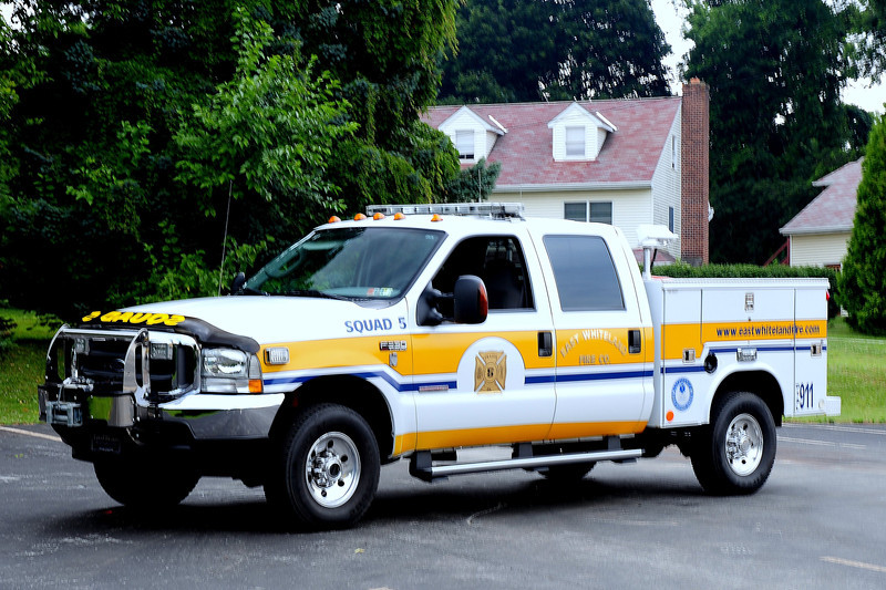 EAST WHITELAND SQUAD 5   2004 FORD F-350/ CREST TRUCK BODY
