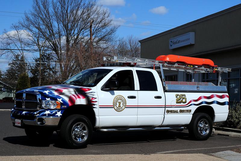 American  Hool &  Ladder     Utility 25   2003  Dodge  2500