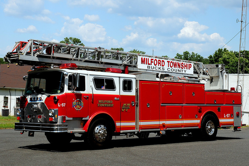 Milford Twp Fire Dept   Ladder 57  1982 Mack CF / LTI 100 Ft (bulldog Aerial )