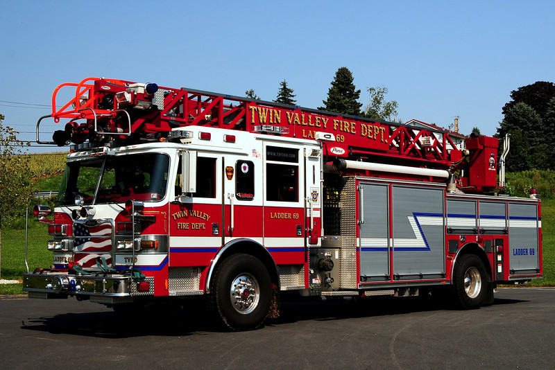 Twin Valley Fire Dept   Ladder  69  2009 Pierce Arrow XT PUC 2000/ 500/ 40/ 75ft  The is Pierce's 1st  Red  painted  RED Ladder