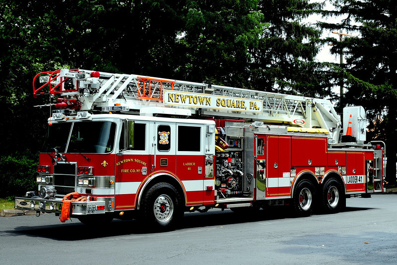 NEWTOWN SQUARE LADDER 41   2004 PIERCE DASH 2000/ 400/ 40Class B foam  /105 ft