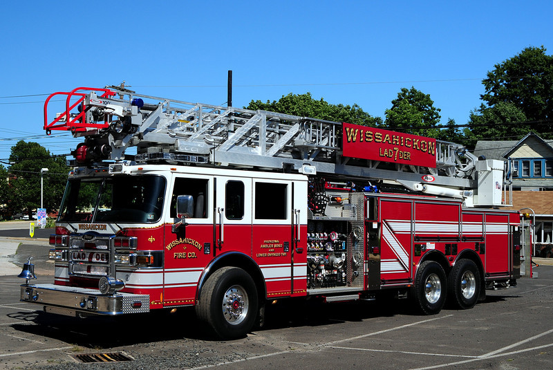 Wissahickon Fire Co  Laddet  7  2007  Pierce Dash   2000/ 500/ 20 Foam  100Ft