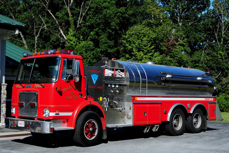 valley Forge Fire Dept  Tanker  68  1985   Whie/Volvo/ 4 Guys  1000/ 3500