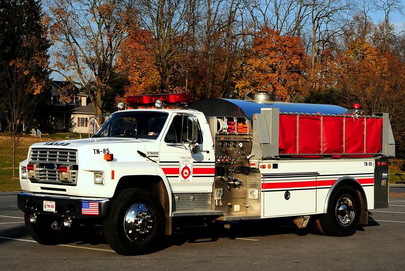Spring Twp Fire  Dept   Tanker  85   1991  Ford F-800 4 Guys    500/ 1800
