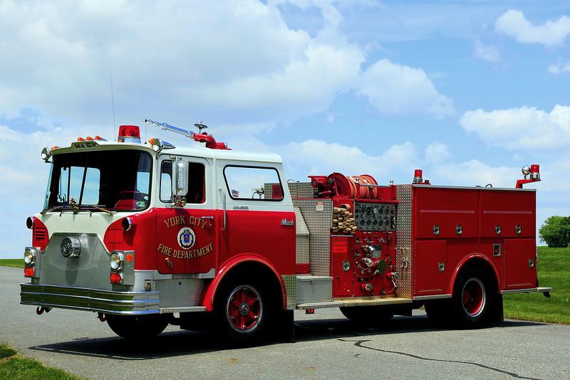 York City Engine 5 1973 Mack CF 1250 / 500
