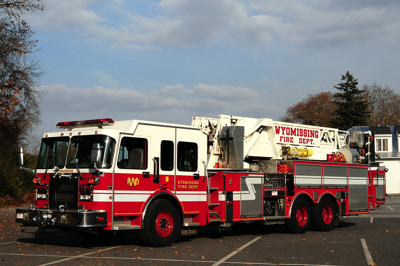 Wyomissing  Fire Dept   Tower Ladder  79  1999 Spartan/ LTI  1500/ 200  93 Ft