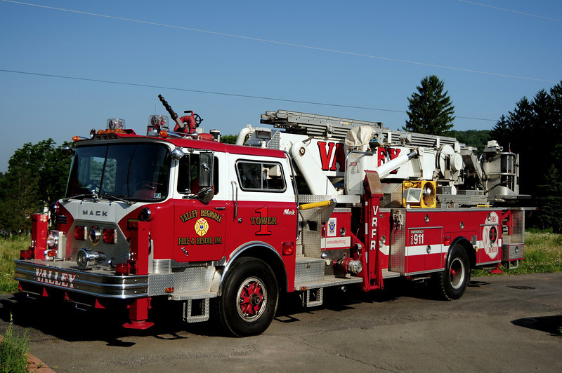 Valley Regional Tower Ladder 1   1974 Mack CF/Baker/ ITE 75ft