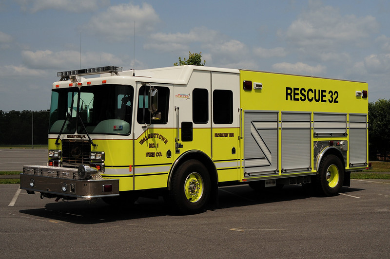 Wallnuttown Fire Co  Rescue 32   2006 HME/ Ferrara