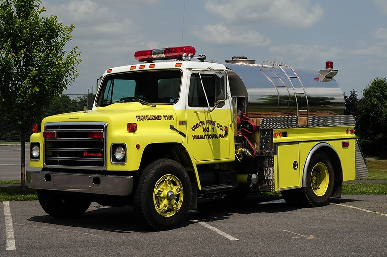 Walnuttown Fire Co  Tanker   32  1987 International/ 4Guys 450/ 1500