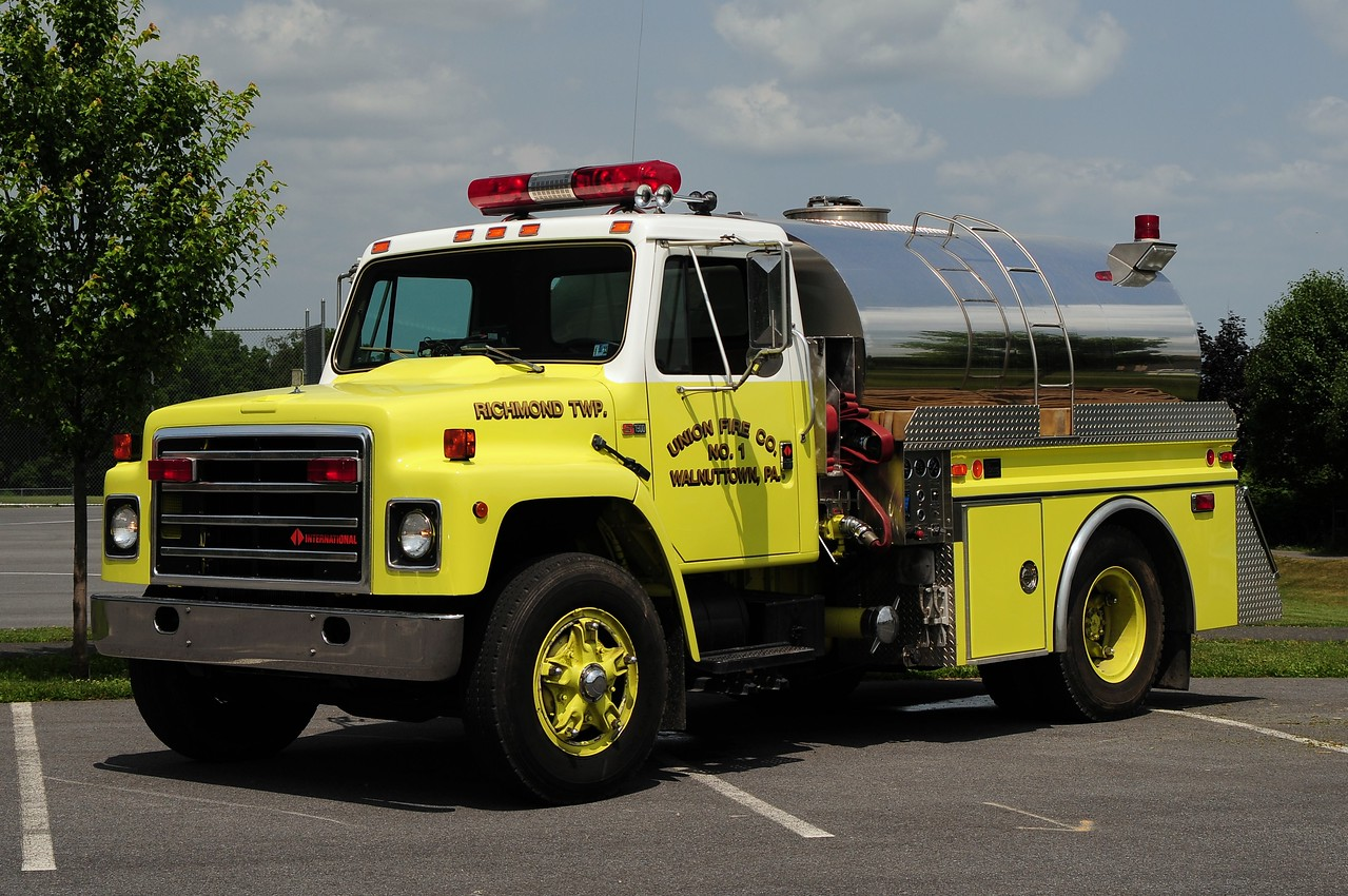 Walnuttown Fire Co  Tanker   32  1987 International/ 4Guys 450/ 1500