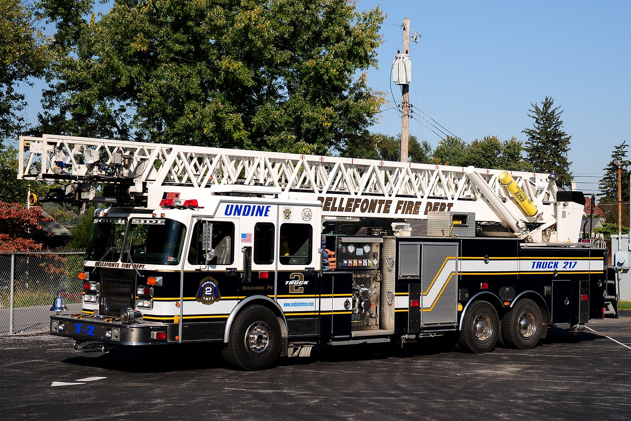 Undine Fire Co  Truck 217  1982 Spartan/ Pierce LTI  1250/ 200 100 ft