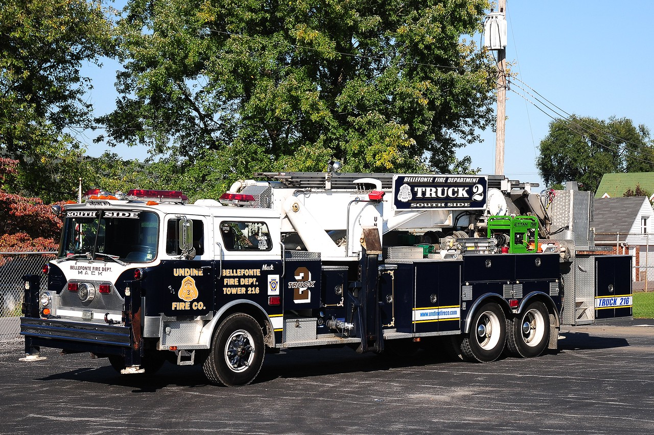 Undine Fire Co   Truck  216  1980 Mack CF   Baker   75 ft