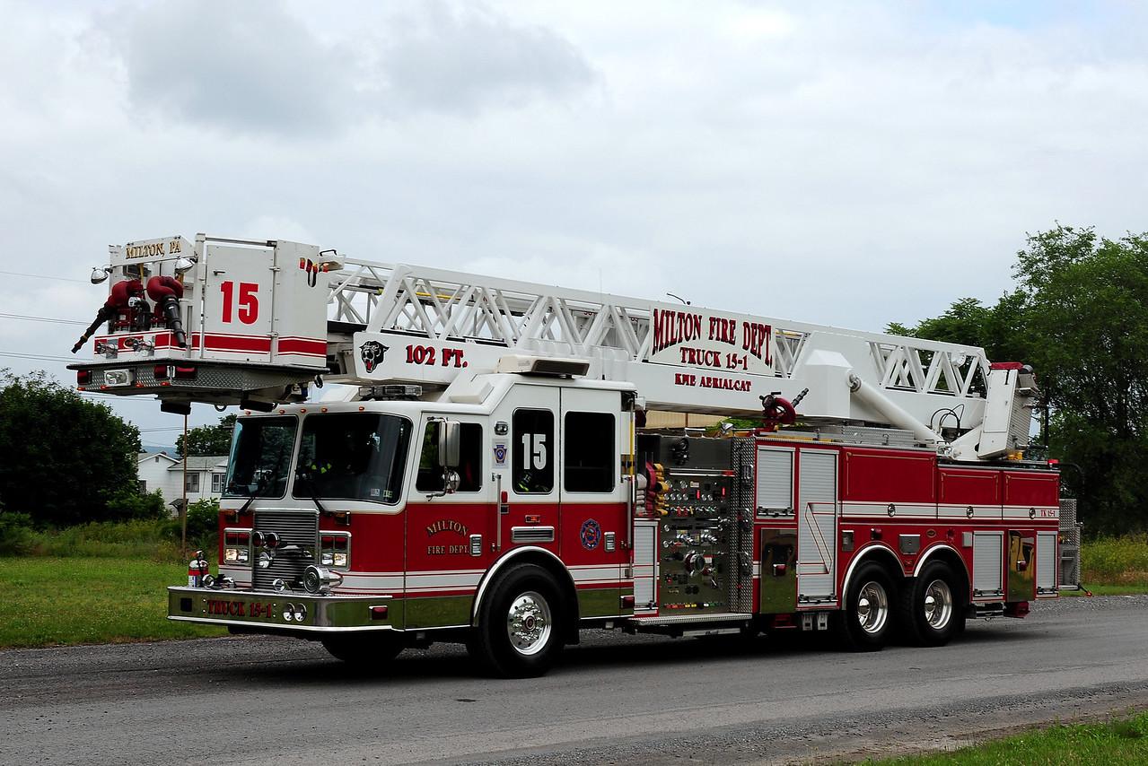 Milton Fire Co   Truck 15-1  2005  KME  Predator  2000/ 300 30class A  102 ft