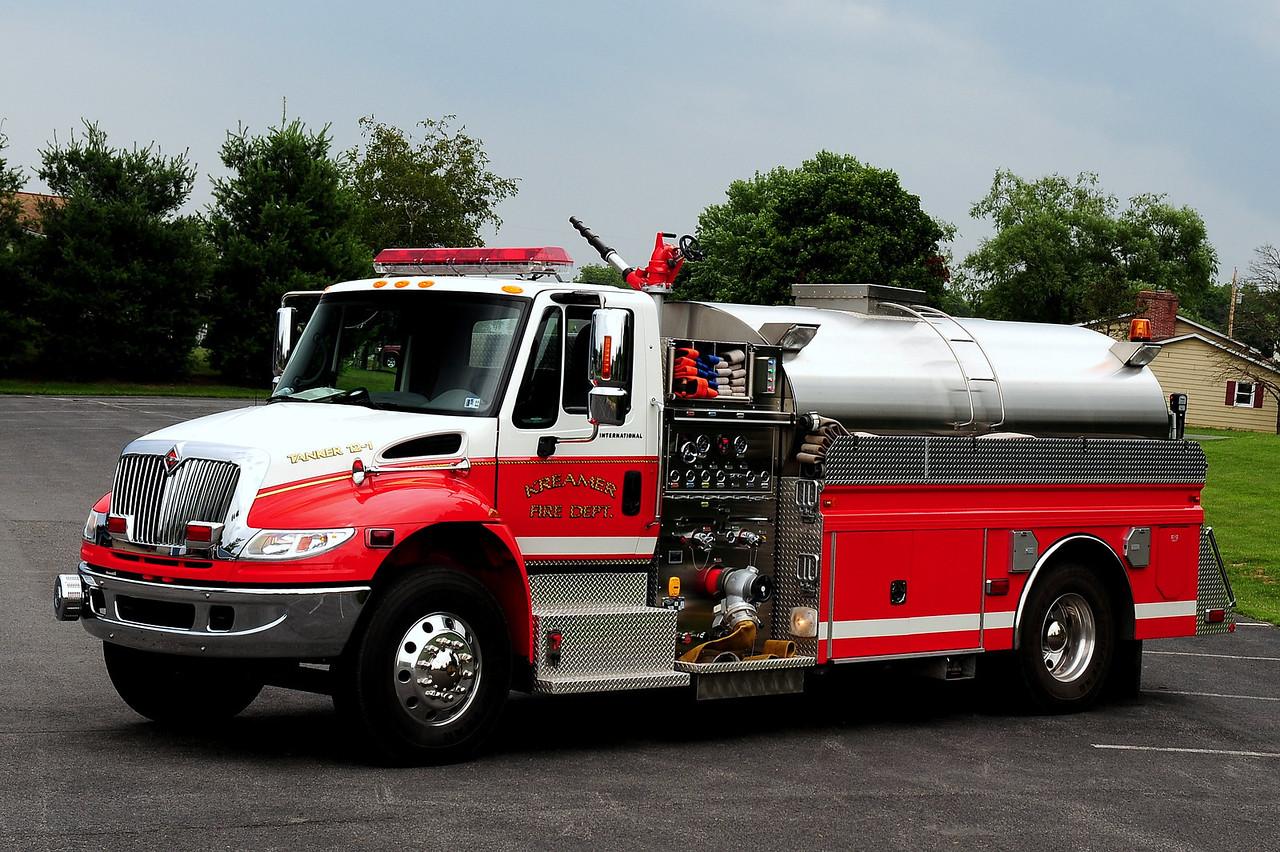Kreamer Fire Co  Tanker 12-1  2005 International / 4 Guys  1250/ 2000