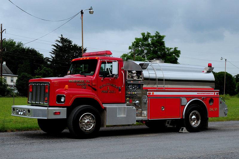 Riverside Fire Co  Tanker 76  1996 International/ 4 Guys  750/ 1250