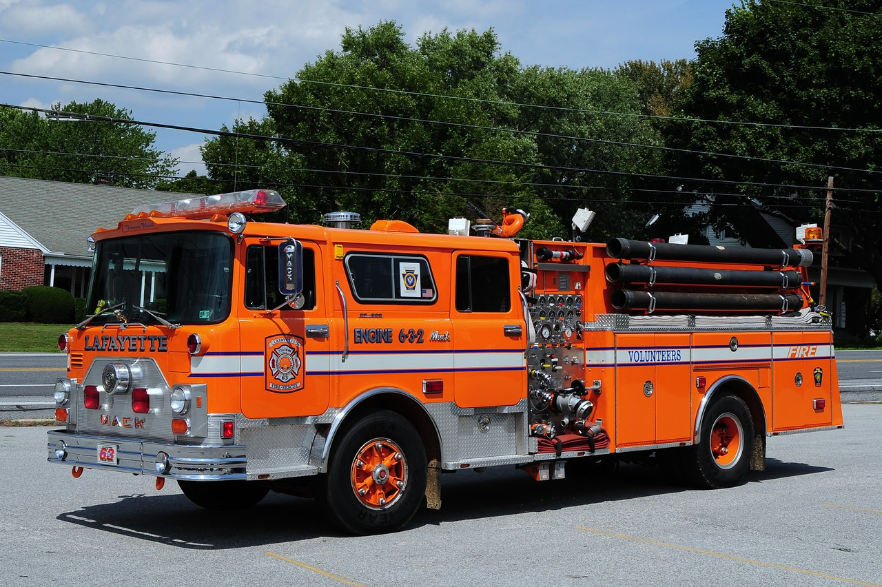 Lafayette Engine 6-3-2    1977 Mack CF/ 1500/ 500/ 40  referb in 1992 by  PA Fire Apparatus