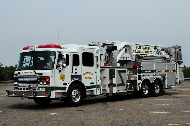 Fleetwood Fire Co  2004  American La France 2000/350/ 100ft  Mid-Mount