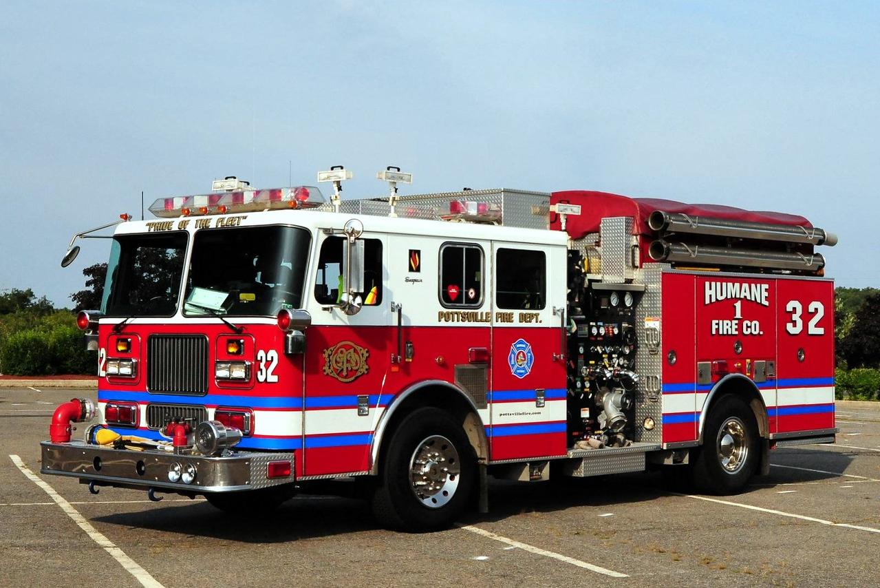 Pottsville   Engine  32  1999 Seagrave  2250/ 500/ 30