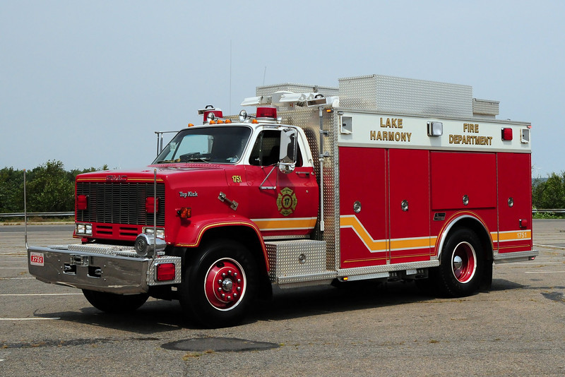 Lake Harmony   Rescue 17  1987 GMC / Saulsbury
