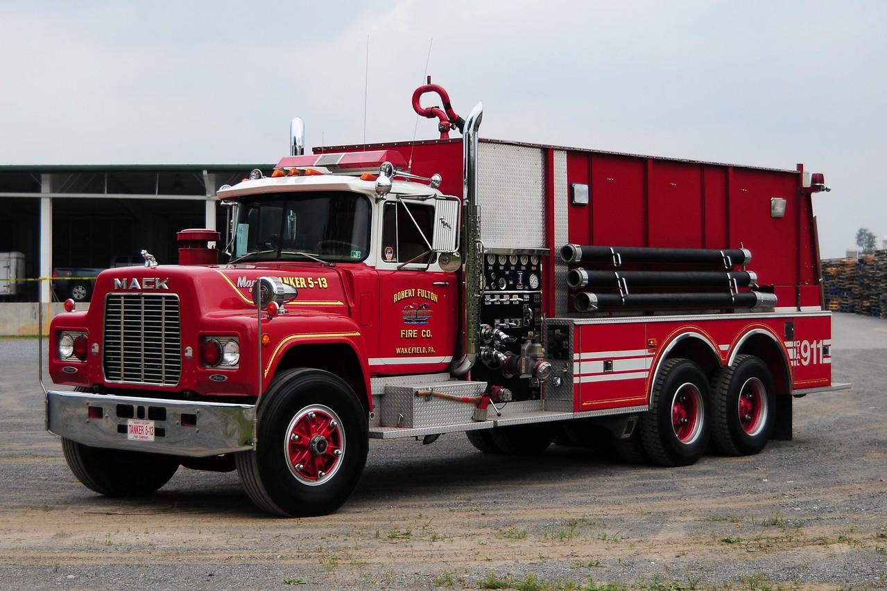 Robert Fulton Fire Co  Tanker 5-13  1984 Mack R / Pierce 1000/ 3000