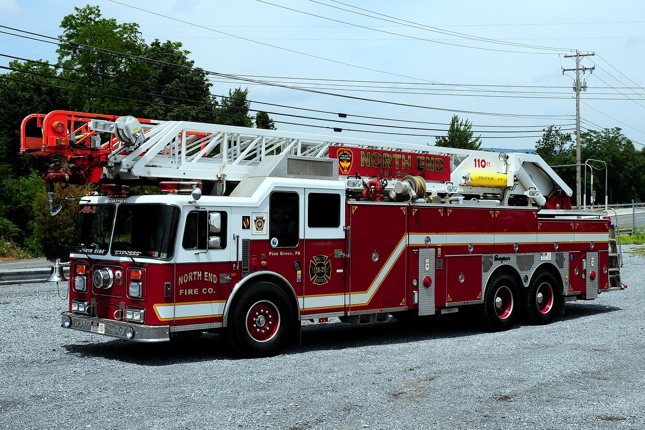 North End Fire Co   Truck 58  1994  Seagrave  110ft  ex-Woodbridge,NJ