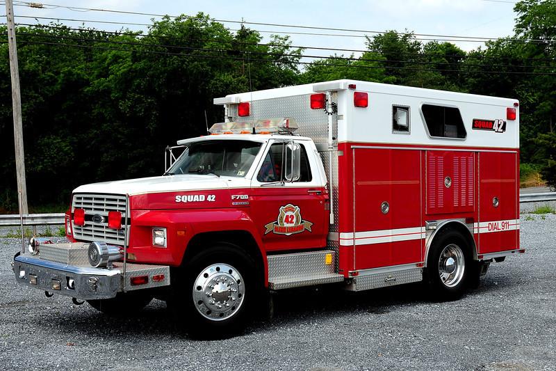 Glenn Lebonan Fire Co  Squad  42   1986 Ford F-800