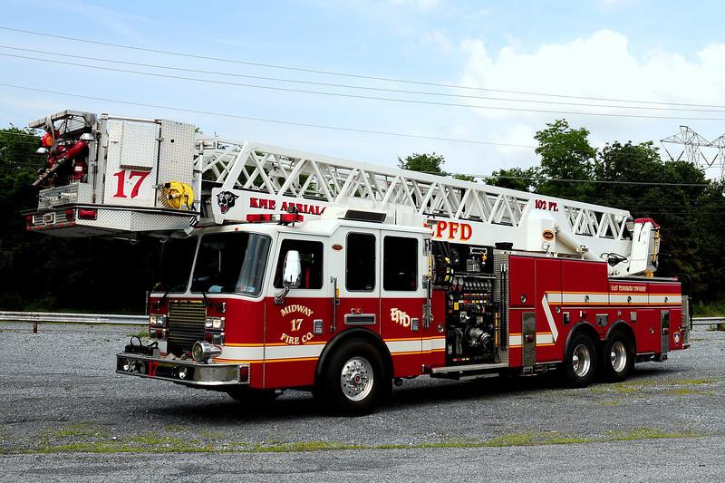 Midway Fire Co  Truck 17  2004 KME Predator  2000/ 300  102ft