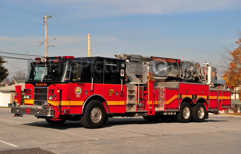 BIRDSBORO TOWER 7 - 2005 PIERCE DASH/1979 BAKER AERIALSCOPE 75' EX FDNY