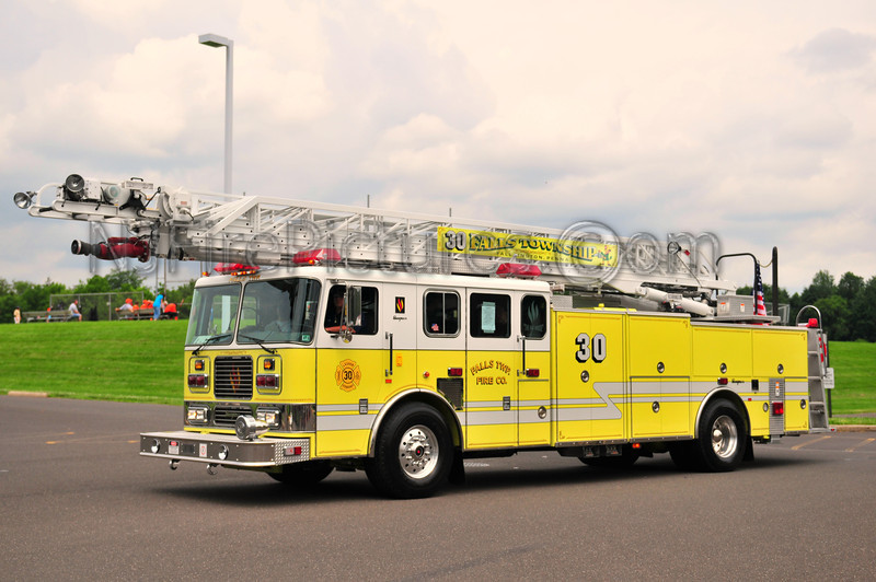 Falls Twp Ladder 30 - 1999 Seagrave 100'