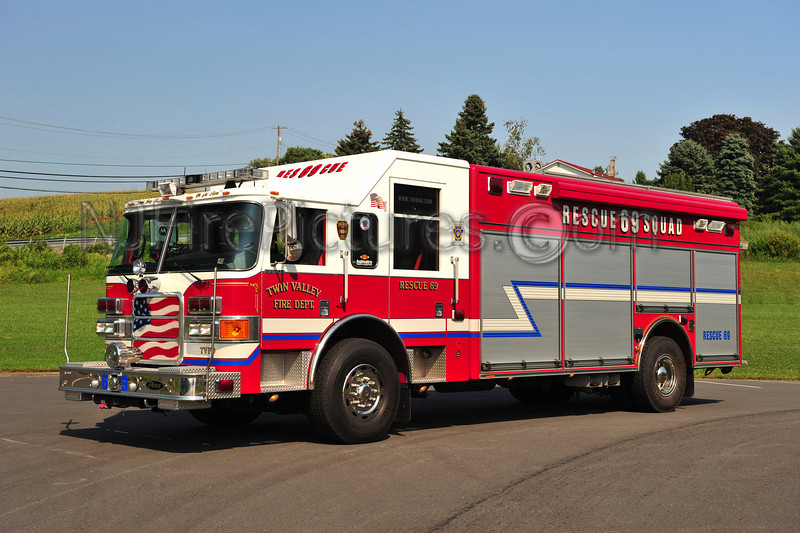 MORGANTOWN, PA RESCUE 69 - 2006 PIERCE ENFORCER (TWIN VALLEY FIRE DEPT)