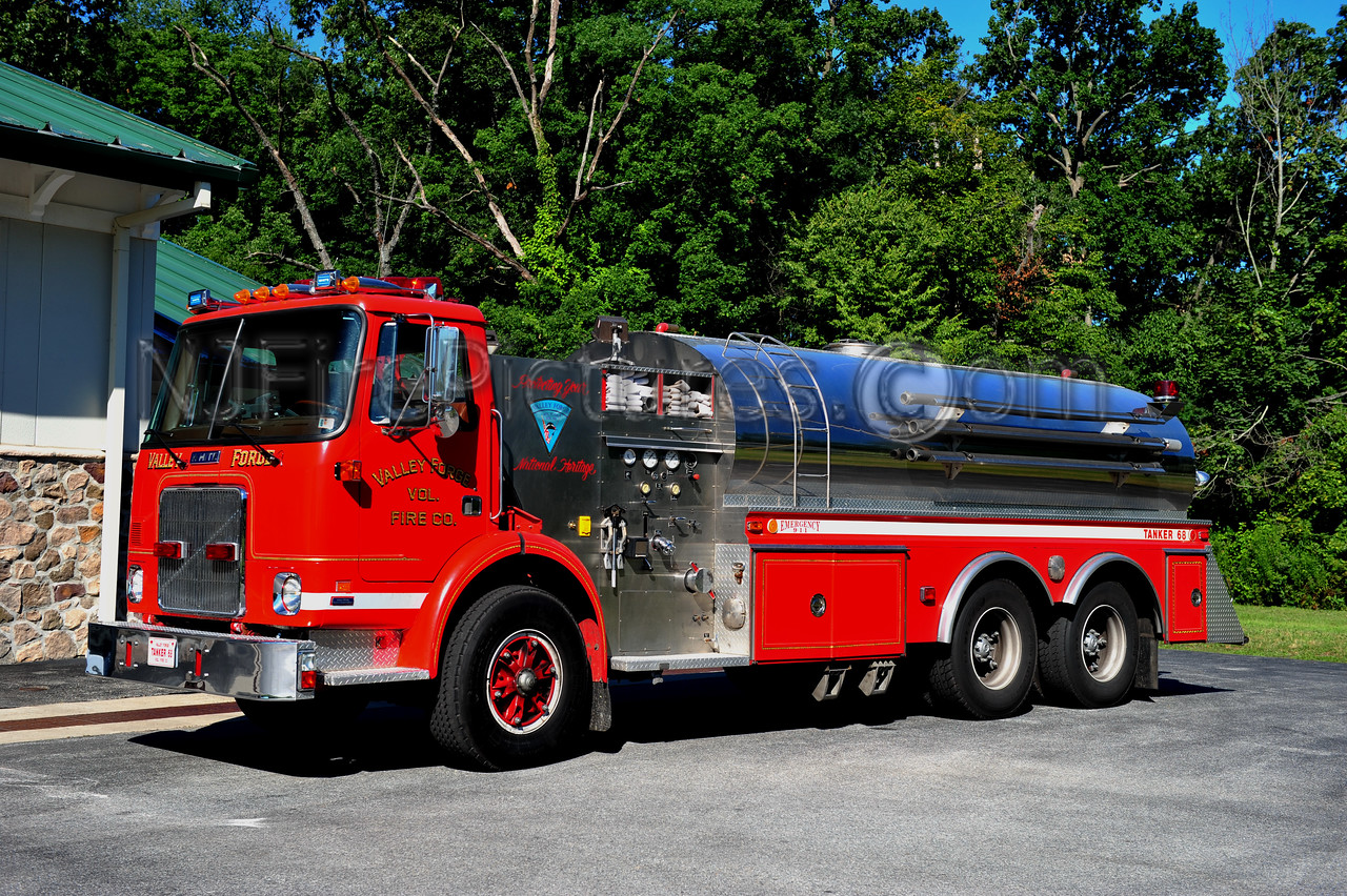VALLEY FORGE TANKER 68 - 1984 WHITE/VOLVO/4 GUYS 500/3500