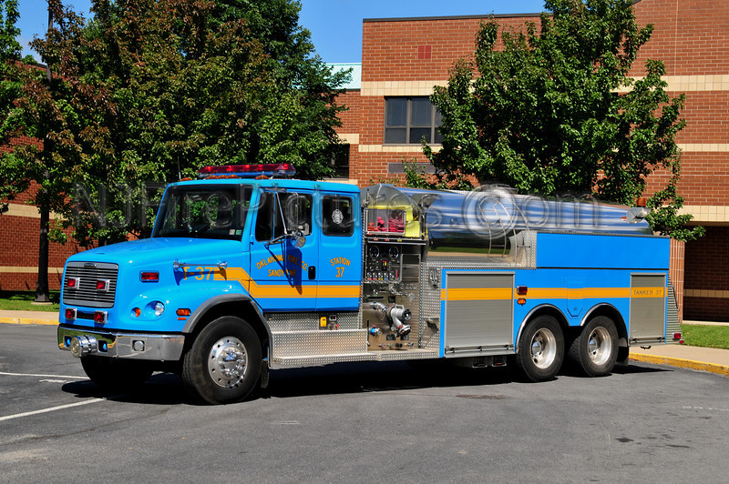 SANDY TWP, PA (OKLAHOMA F.C.) TANKER 37 - 2001 FREIGHTLINER/4GUYS 1000/3000