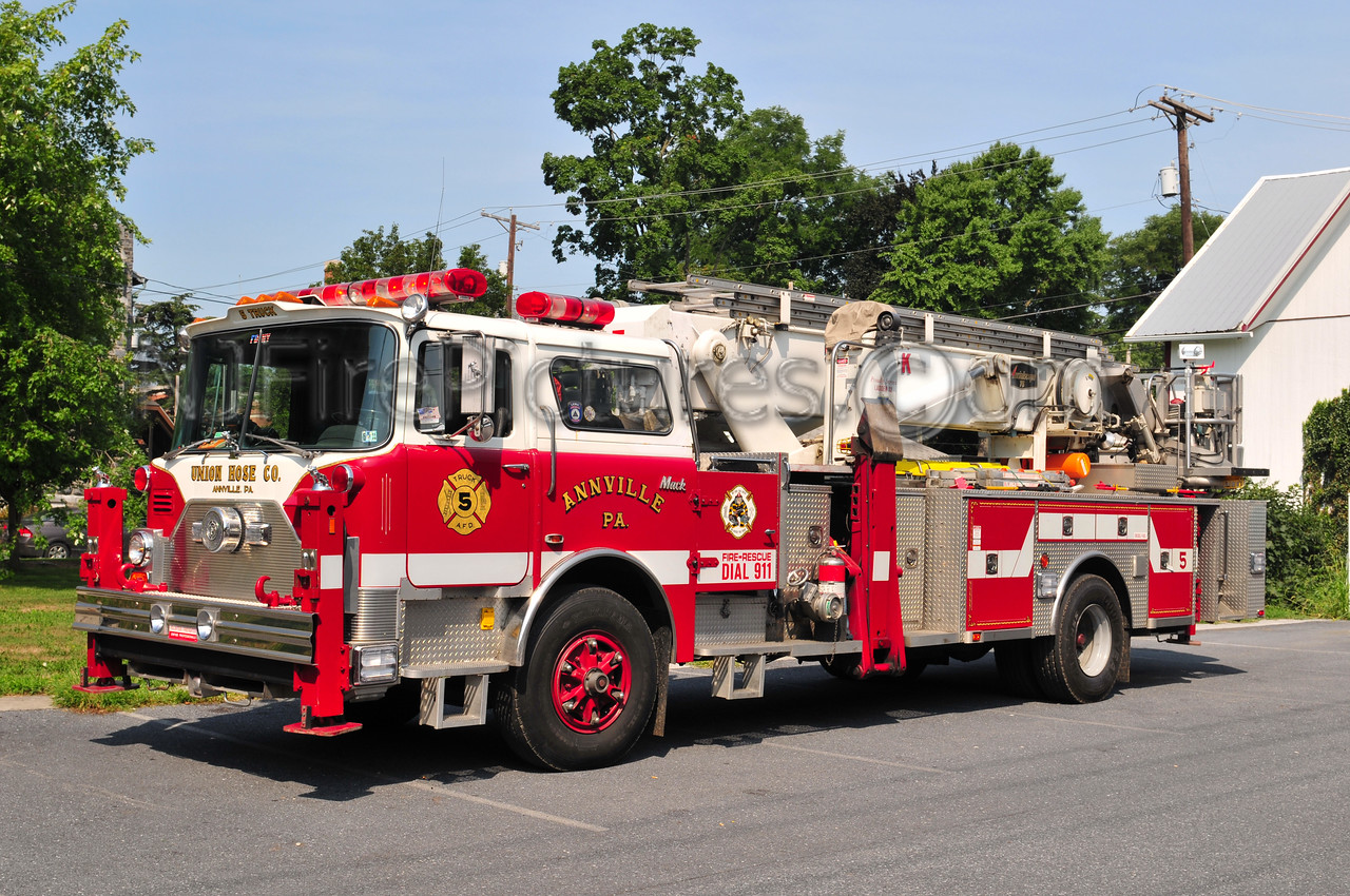 Annville Tower 5 - 1981Mack CF/Baker 75' (Refurbed in 1993) Ex-FDNY L-12