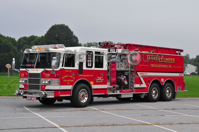 TREXLERTOWN TANKER 2521 - 1995 PIERCE DASH 2000/2500/80