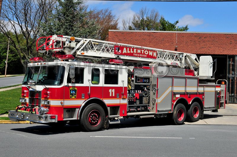 ALLENTOWN, PA ENGINE 11 - 2002 PIERCE DASH 1500/500/25/25/75'