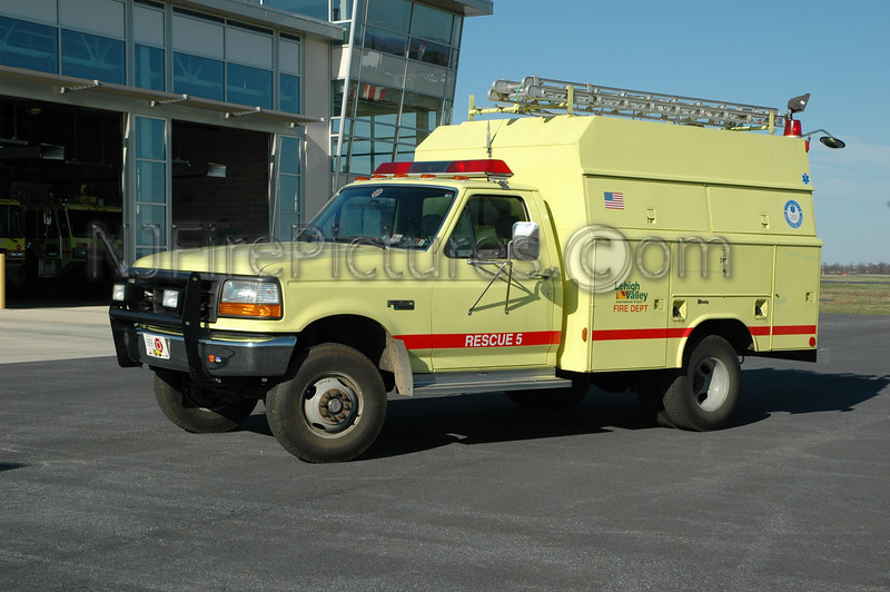 Lehigh Valley International Airport - Crash 5 - 1994 Ford F350/Reading