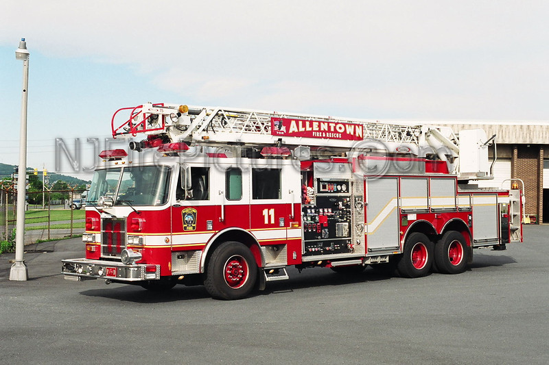 Allentown Engine 11 - 2002 Pierce Dash 1500/500/30/30/75'