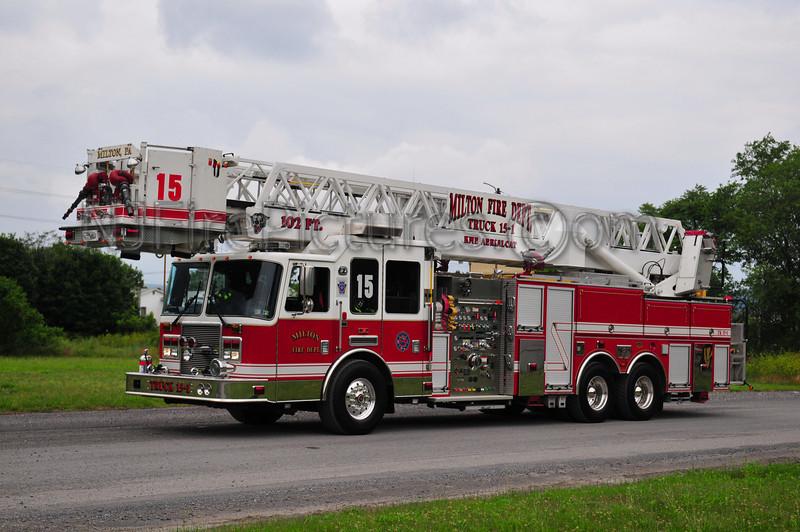 MILTON, PA TRUCK 15-1 - 2005 KME PREDATOR 2000/300/30/102'