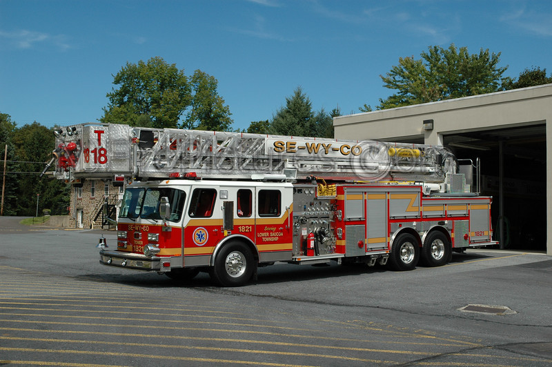 Lower Saucon - Tower 1821 - 1997 Emergency One 2000/150/105'