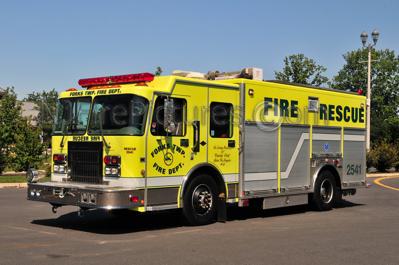 Forks Twp Rescue 2541 - 1999 Spartan/Marion