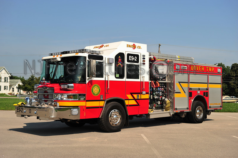 DOVER TWP. ENGINE 9-2 - 2009 PIERCE QUANTUM 2000/750/20A/20B
